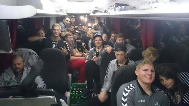 Auswärtsfahrten können schön sein... Zufriedene DJK-Gesichter im Bus nach dem Sieg in Allach
