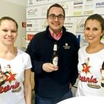 Topspiel-Biersponsor die Würzburger Hofbräu in Person von Sebastian Cibura, mit den fleißigen Sternla-Bienchen Verena Reusch und Romina Keidel