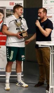 MVP Matthias Grünert mit Hallensprecher und ehem. Bayernliga-Spieler Thomas Keupp