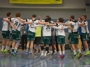 Die erste Männermannschaft der DjK Waldbüttelbrunn kann und darf auch feiern