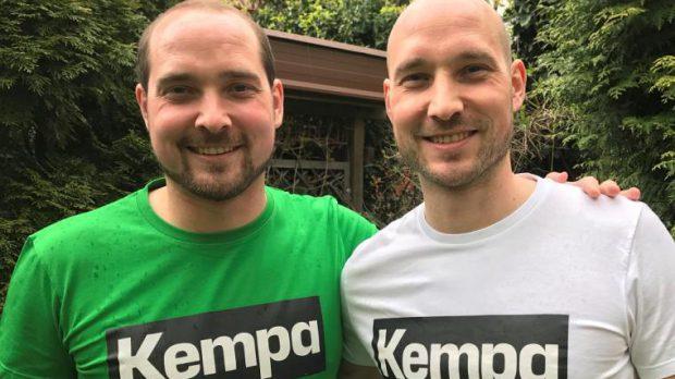Die Vereinsfarben Grün-Weiß ändern sich nach dem Wechsel für die Waldbüttelbrunner Handball-Zwillinge nicht, wohl aber vieles andere: Thomas (links) und Martin Keupp. Foto: Jörg Rieger
